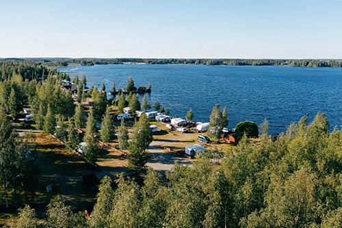 Ilmakuva Halsuan Helmen leirintäalueelta järvelle