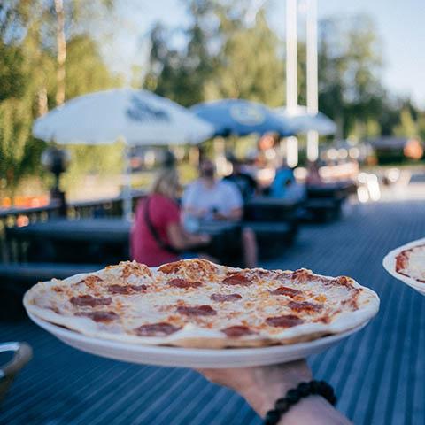 Pizzaa terassilla